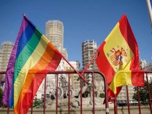 Orgullo-2010-baderas-española-y-gay